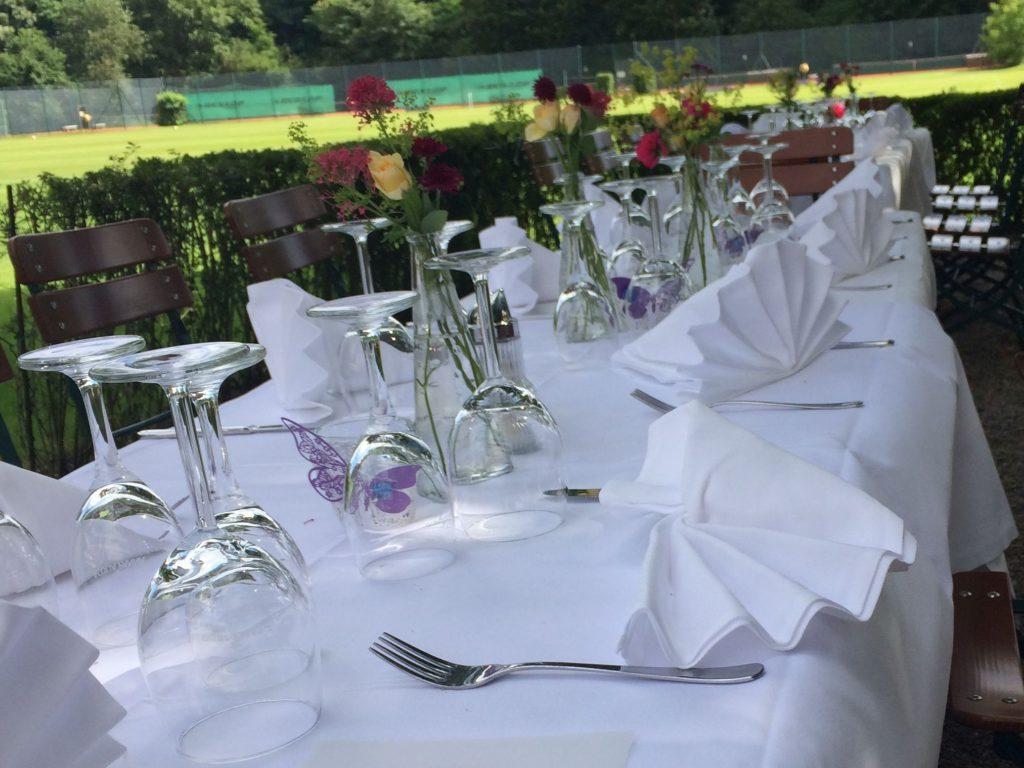 Beispiel Tischdekoration Gastgarten